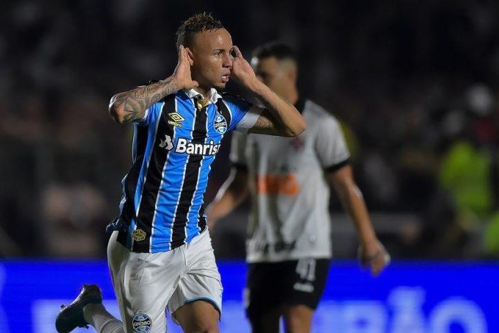 Grêmio sai atrás, mas vira e vence o Vasco em São Januário