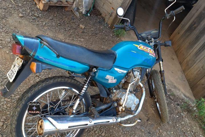 Jovens são flagrados transitando com moto adulterada e placa clonada na SC-480