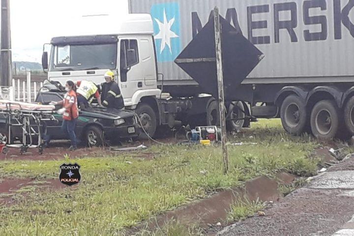 Motorista fica preso às ferragens em grave acidente na SC-155
