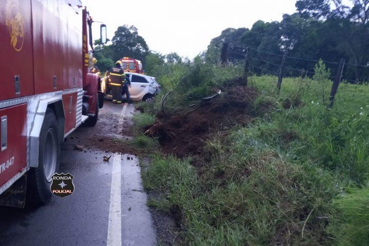 Motorista morre após capotar veículo durante a madrugada