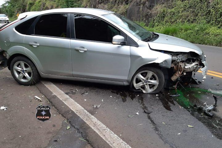 Carro de Xanxerê se envolve em violenta colisão na 282