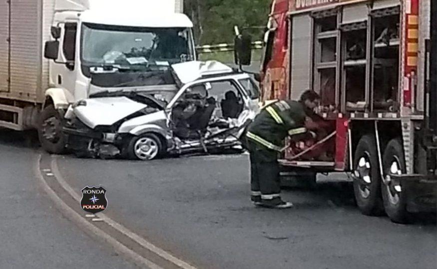 Motorista morre em grave acidente entre caminhão e caminhonete na BR-282
