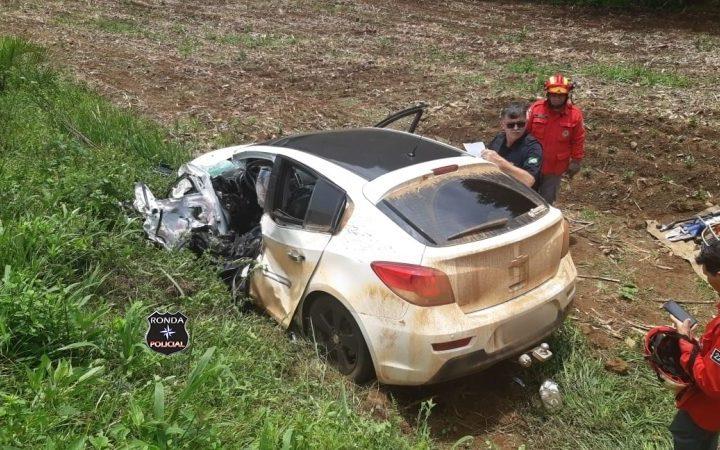 Idoso morre em grave acidente entre carro e carreta na BR-282
