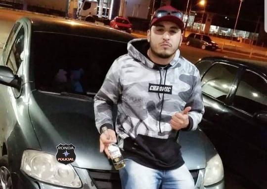 Jovem é morto a facadas por vigilante em posto de combustível durante a madrugada