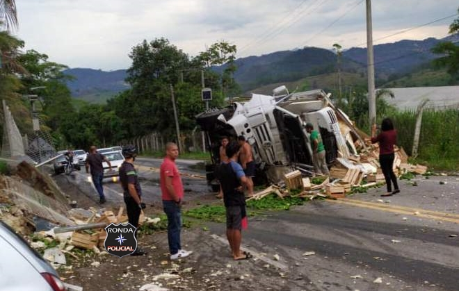 Caminhoneiro do Oeste morre em grave acidente no Espírito Santo