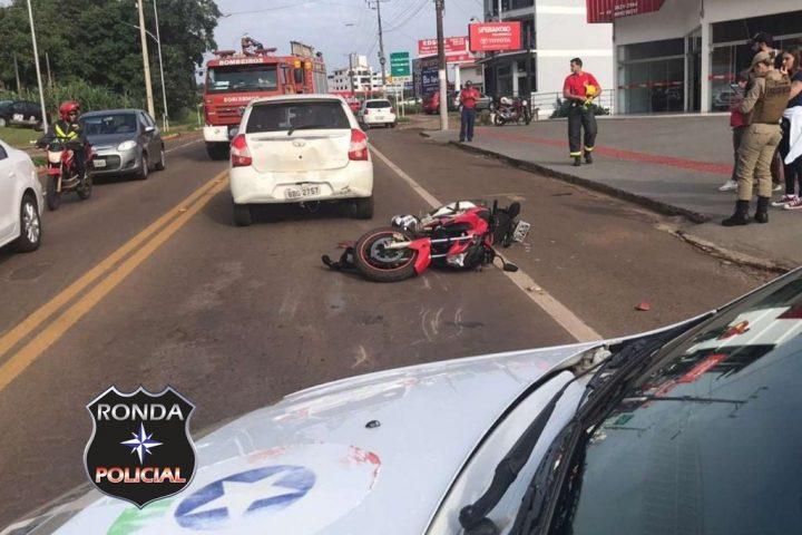 Motociclista fica prensado em engavetamento