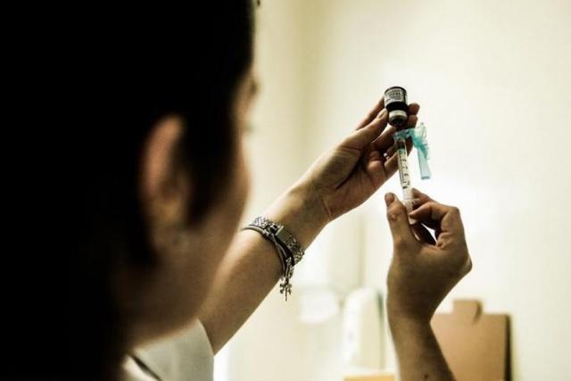 Campanha de vacinação contra o sarampo para adultos jovens começa na segunda-feira em SC