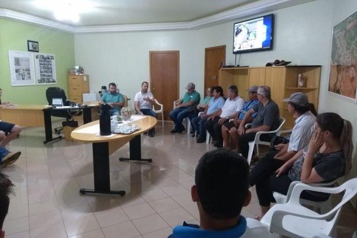 Prefeito realiza reunião com moradores de ruas beneficiadas com o Programa Avançar Cidades