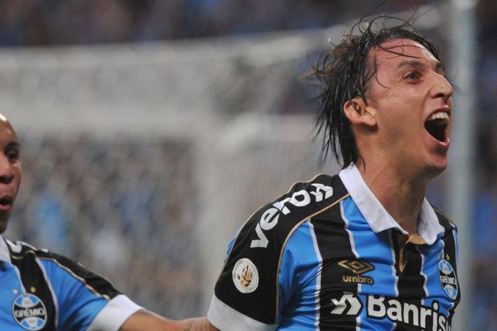 Em jogo marcado por expulsão de Lomba, Grêmio domina as ações e vence Gre-Nal 422 por 2 a 0