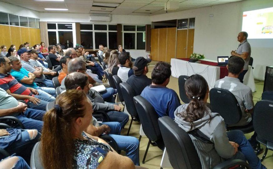 Educação realiza palestra com transportadores e diretores escolares