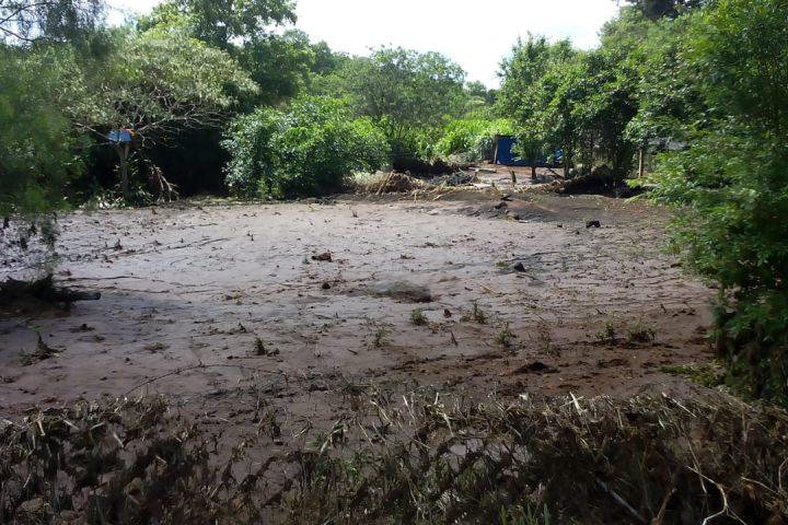 Máquinas da prefeitura atendem comunidade atingida por chuva torrencial