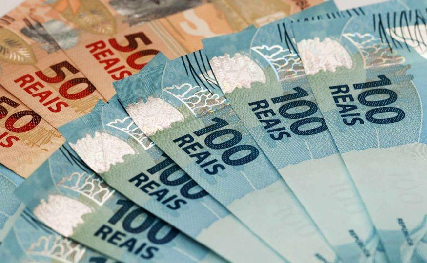 Idoso encontra carteira com quase R$ 2 mil em dinheiro e devolve ao dono