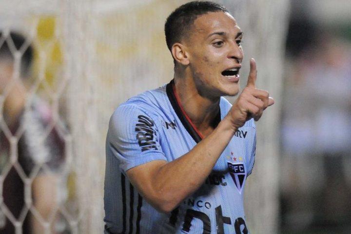 São Paulo goleia a Chapecoense na Arena Condá
