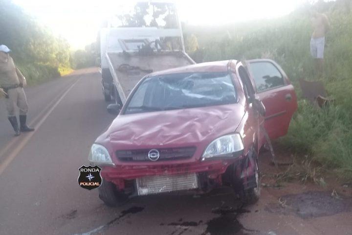 Mulher fica ferida em colisão de carro e carreta na SC-155 em Bom Jesus