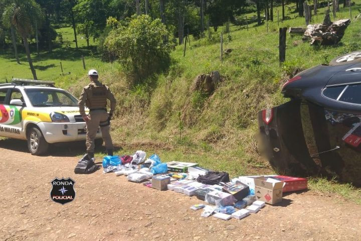Contrabandista acaba preso pela Polícia Rodoviária Estadual após capotar veículo durante fuga
