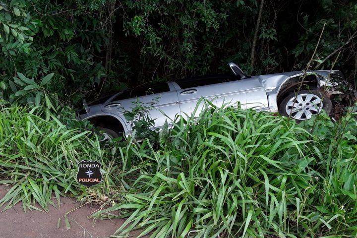 Capotamento deixa duas pessoas feridas na SC-480 em Ipuaçu