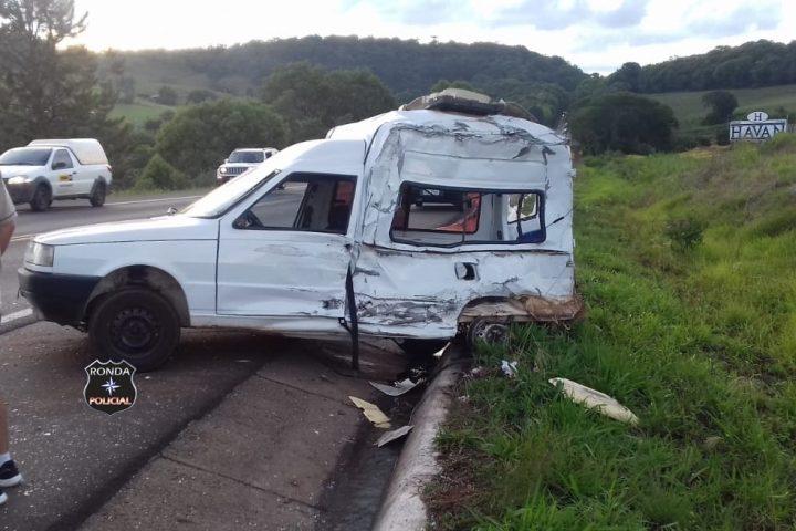 Fiorino de Xanxerê se envolve em violenta colisão com carreta na BR-282