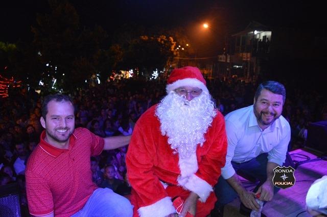 Fotos e vídeo: Com queima de fogos, chegada do bom velhinho e acender das luzes Bom Jesus passa a viver o clima natalino