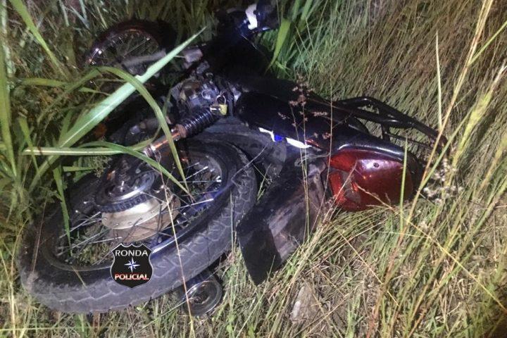 PM localiza em terreno baldio de Xaxim motocicleta furtada