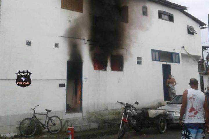 Três crianças morrem em incêndio em residência