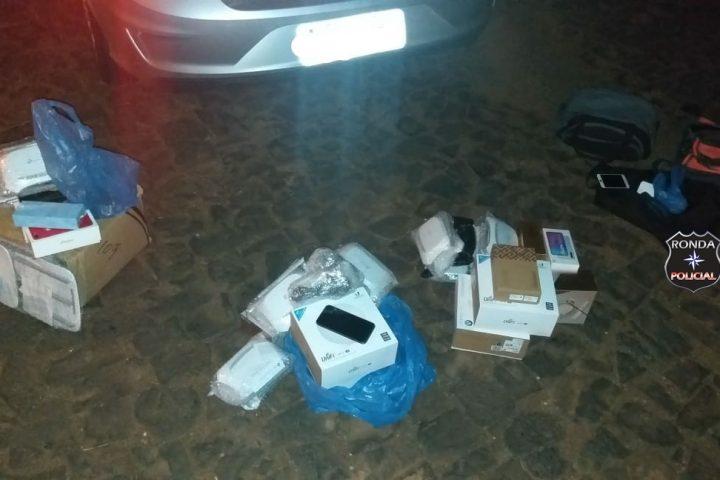 Veículo é abordado com mercadorias vindas do Paraguai