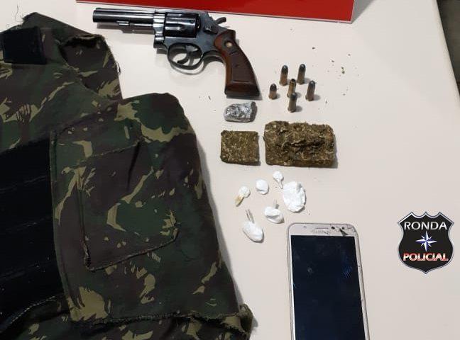 Dois homens são presos em flagrante por tráfico de drogas