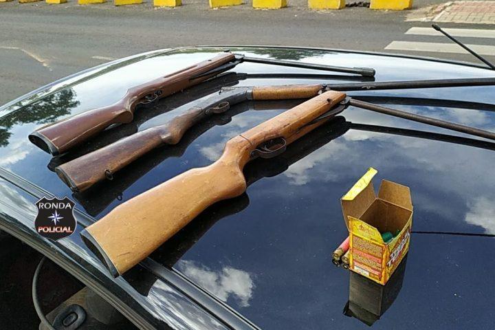 Homens são presos após furtarem várias armas e objetos