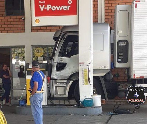 Motorista tem perna amputada ao tentar parar caminhão desgovernado