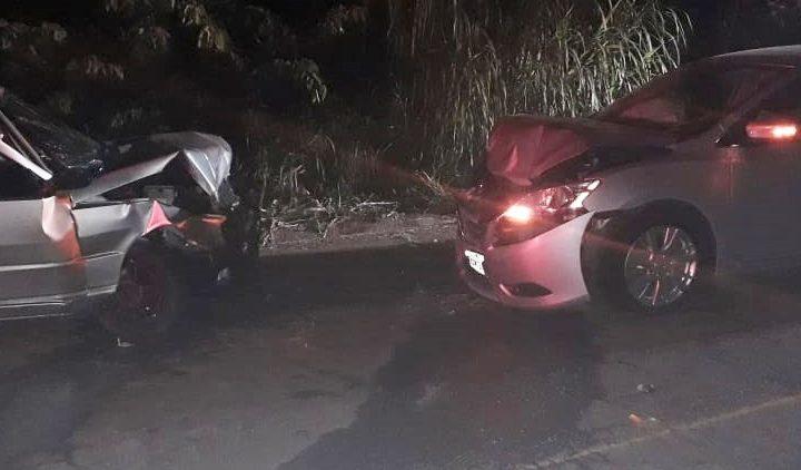 Duas pessoas ficam feridas em colisão frontal na BR 153