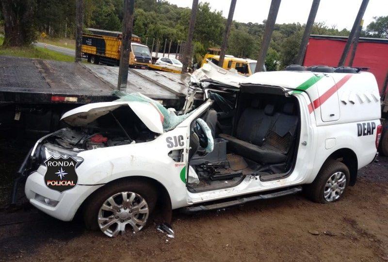 Quatro pessoas ficam feridas em acidente envolvendo viatura do DEAP