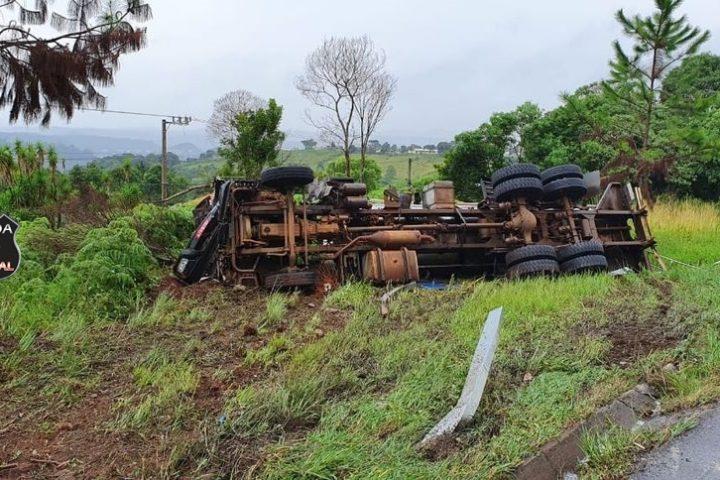 Casal e criança ficam feridos em acidente na BR 282