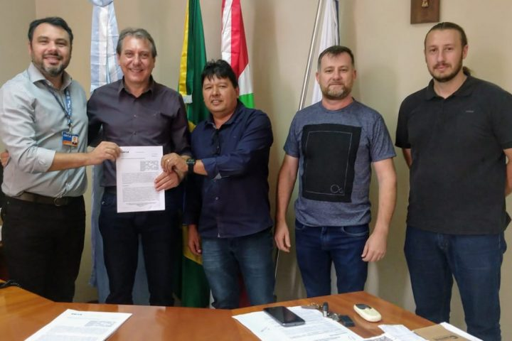 Assinatura de convênio garante obras de pavimentação asfáltica para Ponte Serrada