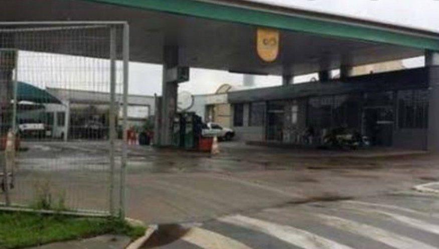 Argentina é esquecida pela família em posto de combustível brasileiro