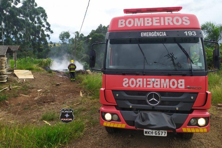Bombeiros combatem incêndio em comunidade rural
