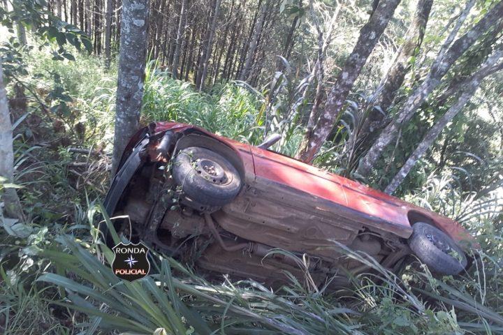 Motorista capota veículo em comunidade rural e fica preso por mais de duas horas até ser resgatado