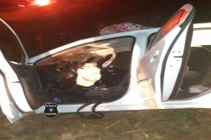Criança morre em grave acidente envolvendo carro e caminhão durante a madrugada