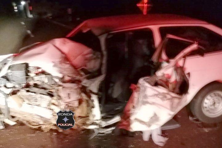 Jovem sofre graves ferimentos em violenta colisão entre carro e caminhão na SC-480