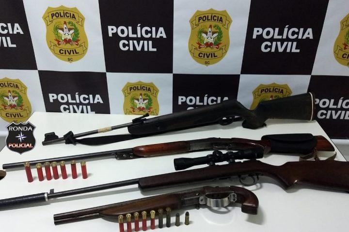 Polícia Civil prende duas pessoas e armas de fogo