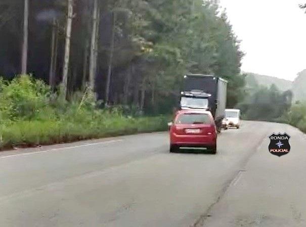 Polícia identifica motorista que transitava em zigue-zague na SC 135