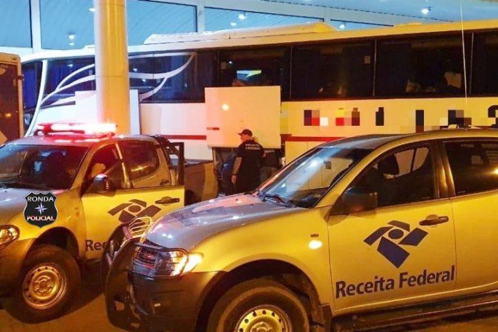 Receita Federal localiza em ônibus R$ 50 mil em mercadorias sem nota