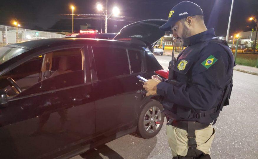 PRF realiza operação pré-carnaval e flagra número recorde de motoristas embriagados em SC