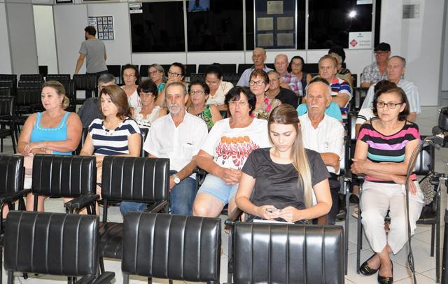 Idosos buscam apoio em projeto para o Centro de Convivência