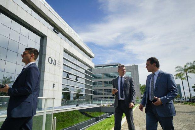 Em Brasília, governador de SC defende reforma tributária e distribuição justa de royalties do petróleo