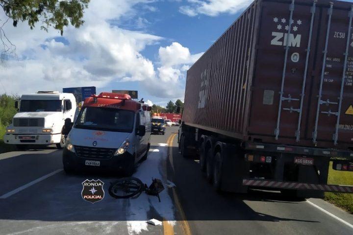 Idoso morre atropelado por carreta na BR-470