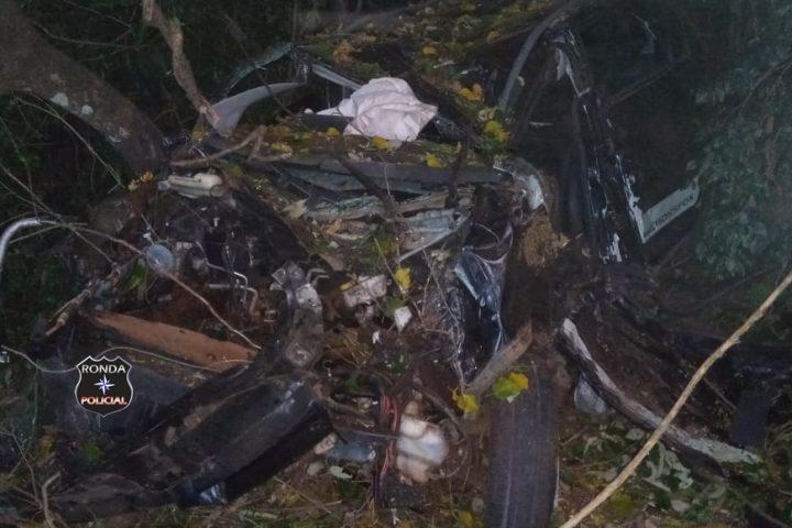 Fotos e vídeo: Motorista morre após grave acidente na SC-480 em São Domingos