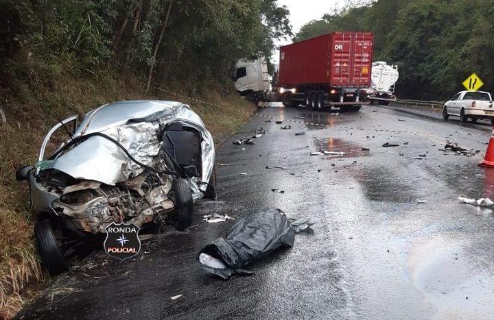 Motorista morre preso às ferragens em grave acidente na BR-282
