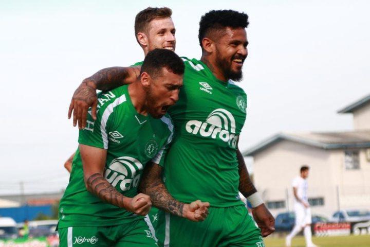 Chapecoense vence e garante permanência no Campeonato Catarinense