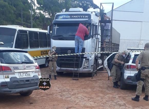 Caminhoneiro xanxerense é encontrado morto dentro de carreta em posto de combustível