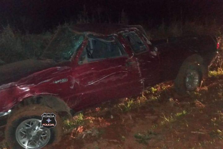 Após arrombar lojas durante a noite bandidos capotam veículo em fuga