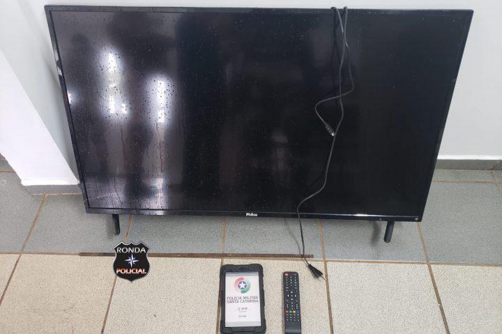 Denúncia faz com que PM prenda jovem em flagrante por furto de televisor em Xanxerê